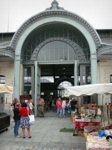 Tarbes - Marcadieu covered market hall and stalls