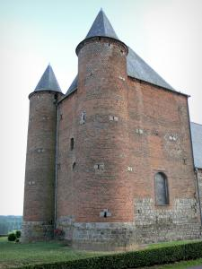 Thiérache - Englancourt: Saint-Nicolas fortified church, with its keep and round towers