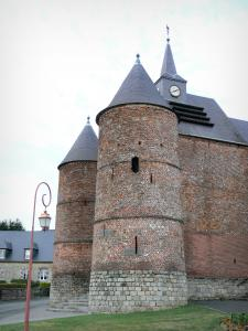 Thiérache - Wimy: Saint-Martin fortified church, with its round towers and its bell tower