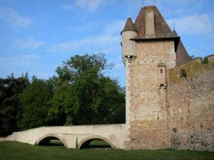 Thoury castle - Bridge and gatehouse of the castle; in the town of Saint-Pourçain-sur-Besbre, in Besbre valley