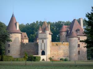 Thoury castle - View of the castle; in the town of Saint-Pourçain-sur-Besbre, in Besbre valley