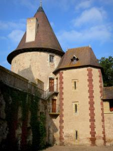 Thoury castle - Facade of the castle; in the town of Saint-Pourçain-sur-Besbre, in Besbre valley