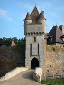 Thoury castle - Gatehouse and curtain walls of the castle; in the town of Saint-Pourçain-sur-Besbre, in Besbre valley