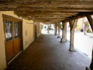 Tillac - Under the arcades of the fortified village