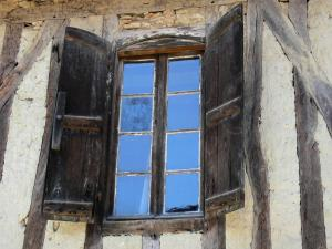 Tillac - Window of a half-timbered house