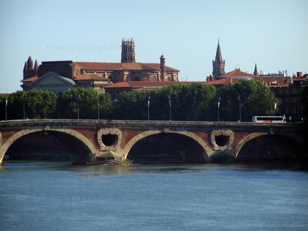 Toulouse - Pont-Neuf bridge spanning the Garonne river, trees of the Daurade quay, Notre-Dame-de-la-Daurade church, church bell tower of the Jacobins convent (Jacobins conventual buildings) and bell tower of the Saint-Sernin basilica (on the right)