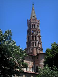 Toulouse - Octagonal bell tower of the Saint-Sernin basilica of Romanesque style and trees