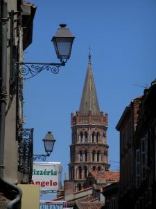 Toulouse - Octagonal bell tower of the Saint-Sernin basilica, lampposts and houses of the old town