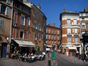 Toulouse - Café terrace and houses of the Saint-Georges square