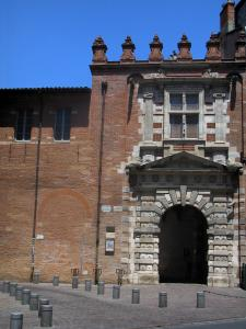 Toulouse - Entrance to the Assézat mansion