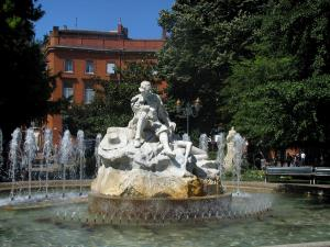Toulouse - Fountain of the Wilson square, trees and house of the old town