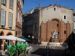 Toulouse - Fountain, café terraces and houses of the old town