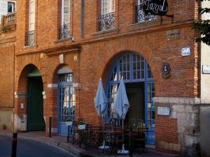 Toulouse - House and café terrace in the old town