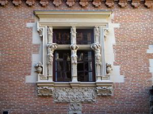 Toulouse - Window of the Vieux-Raisin mansion (Béringuier-Maynier mansion)