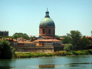Toulouse - Dome of the Grave and the Garonne river