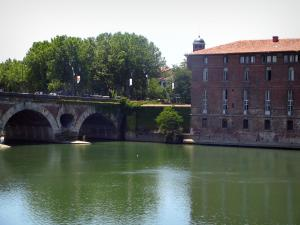 Toulouse - Hôtel-Dieu Saint-Jacques (former hospice) and Pont-Neuf bridge spanning the Garonne river