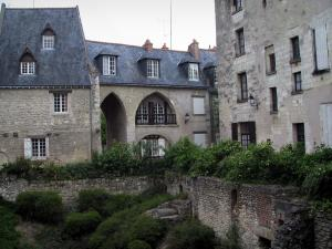 Tours - Houses and remains of the Saint-Pierre-le-Puellier square
