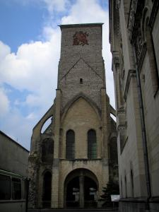 Tours - Charlemagne tower