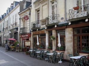 Tours - Houses and restaurant terrace