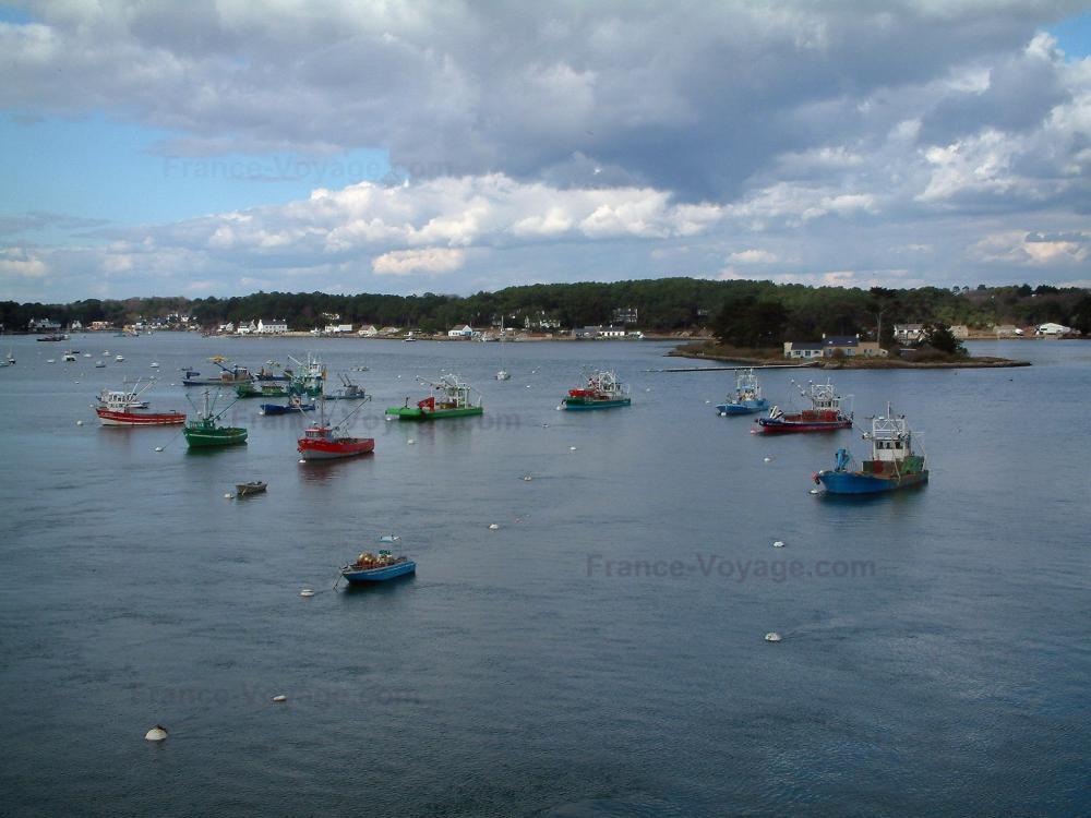 Foto la trinit sur mer guida turismo e vacanze for Barche al largo con cabine