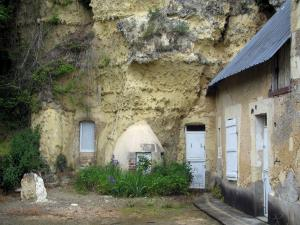 Trôo - Troglodyte house (dug into the cliff)