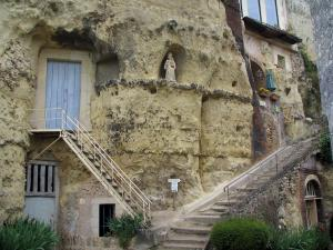 Trôo - Troglodyte houses (dug into the cliff)
