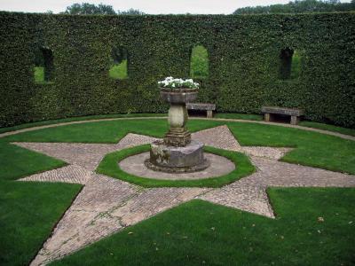 De tuien van het kasteel van eyrignac gids toerisme for Jardines particulares