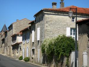 Tusson - Lamppost and houses of the village