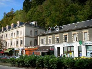 Uriage-les-Bains - Trees, walls and shops of the spa town
