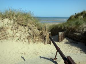 Utah Beach - Landing beach: Utah beach and cannon (remains) in foreground