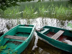 Val lake - Boats, reeds and lake