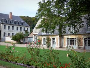 Valloires gardens - Rosebushes, flowers, lawn and buildings(ships)