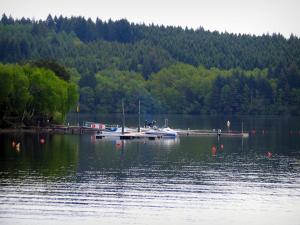 Vassivière lake - Artificial lake, boats, trees and forest
