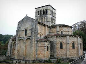 Veauce - Sainte-Croix Romanesque church