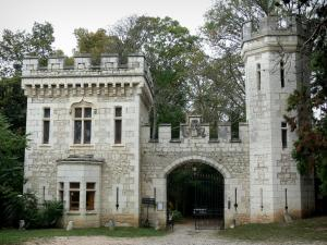 Veauce - Gatehouse of the Veauce castle
