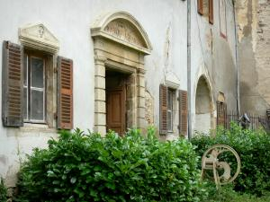 Veauce - Facade of the outbuildings of the castle