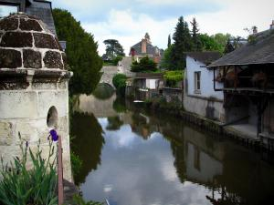 Vendôme - Houses by the Loir River