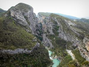 Verdon gorges - Verdon Grand canyon: view from the Point Sublime on the River Verdon, cliffs (rock faces) and trees; in the Verdon Regional Nature Park