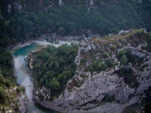 Verdon gorges - From the Mescla balconies, view of rock faces, trees, scrubland and the confluence (stream crossing) of the Verdon and Artuby rivers (Verdon Regional Nature Park)