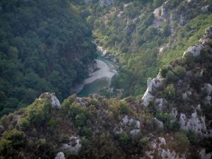 Verdon gorges - From the Mescla balconies, view of rock faces, trees (forests) and scrubland (Verdon Regional Nature Park)