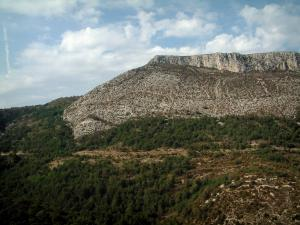 Verdon Regional Nature Park - Forest, scrubland, rock faces (cliffs) and clouds in the sky