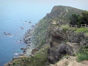 Vermilion coast - Path on the rocky coastline with sea view