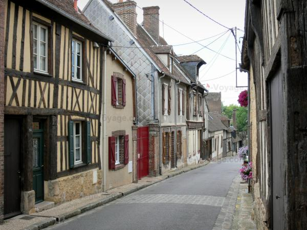 Verneuil-sur-Avre - Streets and houses of the medieval town
