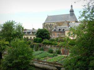 Verneuil-sur-Avre - Madeleine church, houses of the medieval town, and gardens along the water