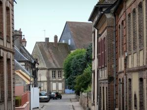Verneuil-sur-Avre - Streets and facades of the town