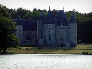 La Verrerie castle - Lake, shore, Renaissance château and the Ivoy forest in background