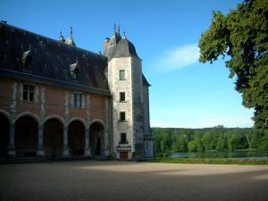 La Verrerie castle - Renaissance residence with view of the lake and the Ivoy forest