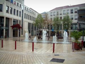 Vesoul - Square with fountains and buildings