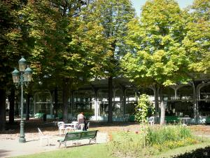 Vichy - Spa town (resort): Hall of the Springs and Park of the Springs with trees and benches