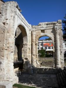Vienne - Cybèle garden (Archaeological Garden): arches of the forum portico (Gallo-Roman remains); facade of the Vienne theater in the background